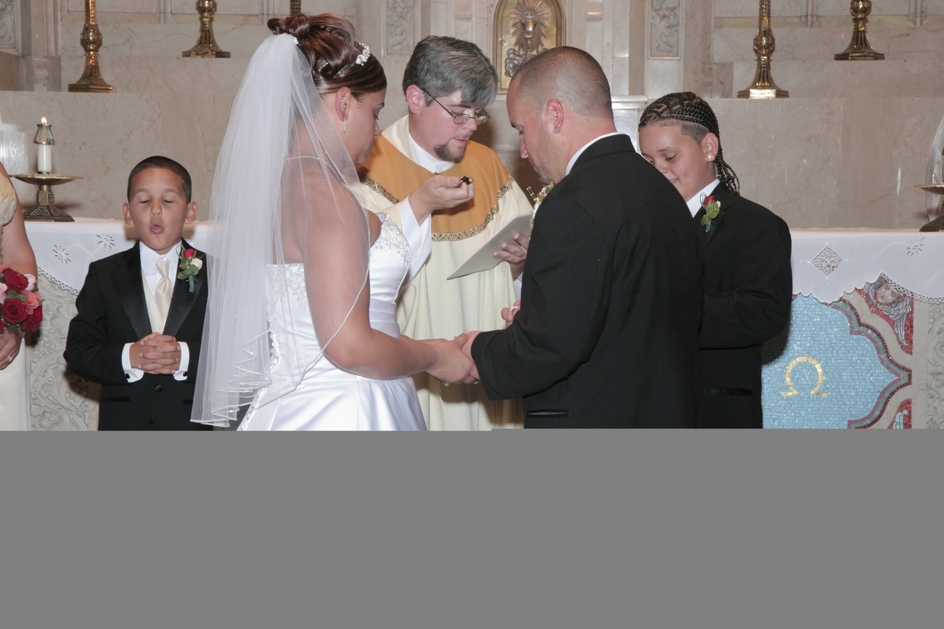 Knowing how to hire the best wedding officiant for your big day is crucial!