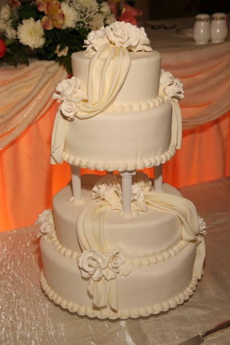 Create a wedding cake with a dash of uniqueness!