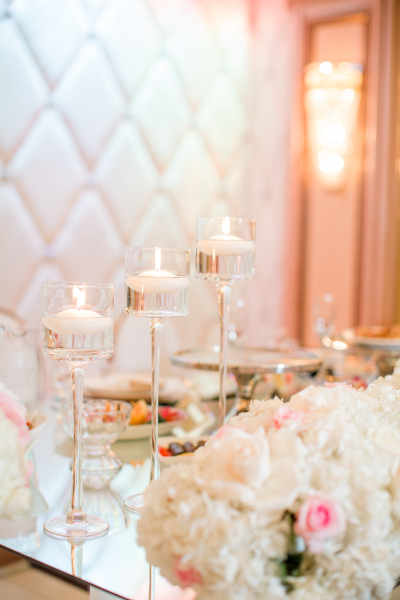Floating candles always bring some chic and classic element!