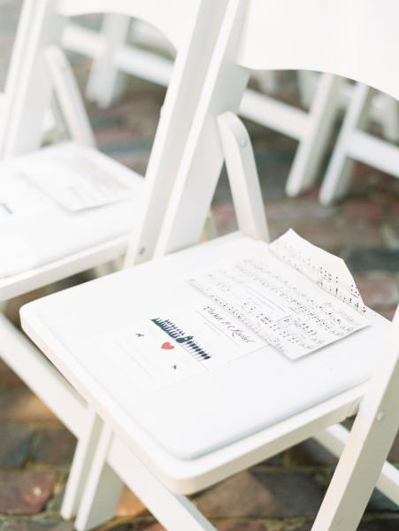 Elegant idea of giving rose petals to your guests inside paper envelopes