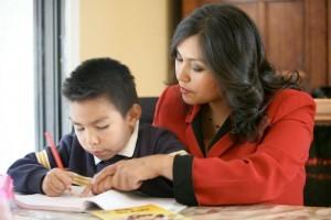 4 Maneras de Enseñarles Español a Tus Hijos