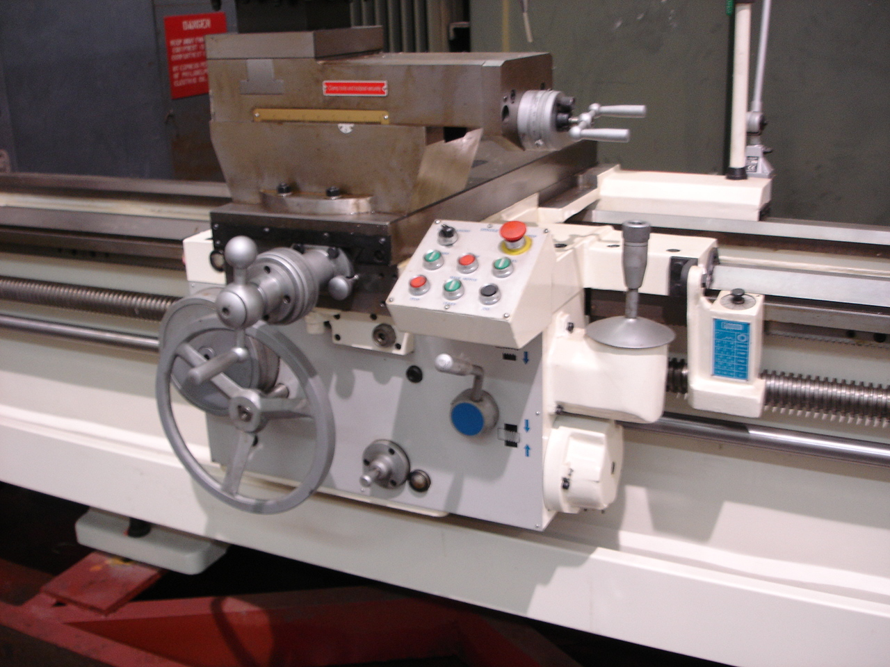 Manual Lathe H Series Carriage view