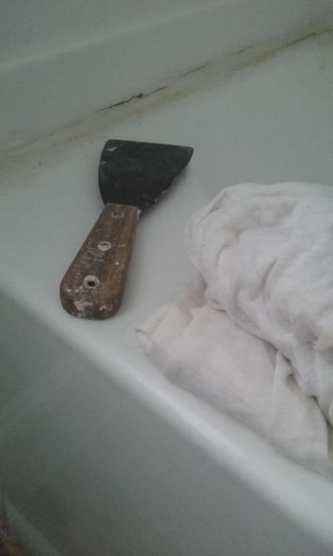 putty knife   bathtub