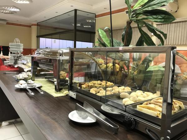 Hotel em Ji-Paraná - Mesa de café - Larison Hotéis