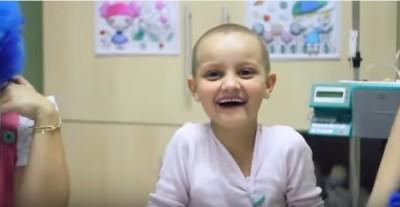 Antes e depois: pacientes regravam vídeo emocionante cinco anos após vencerem leucemia