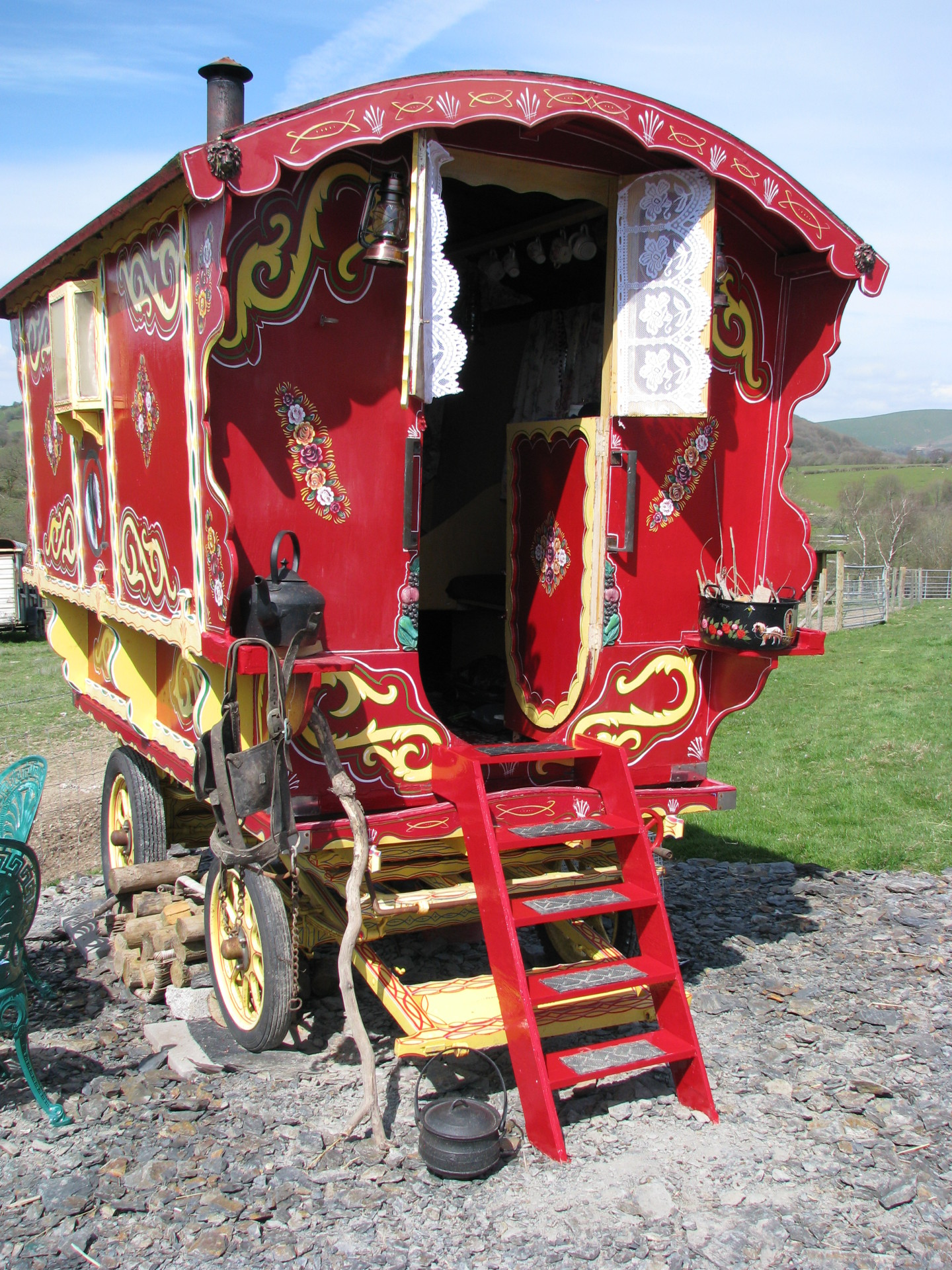 Gypsy caravan wekend breaks rhayader mid wales