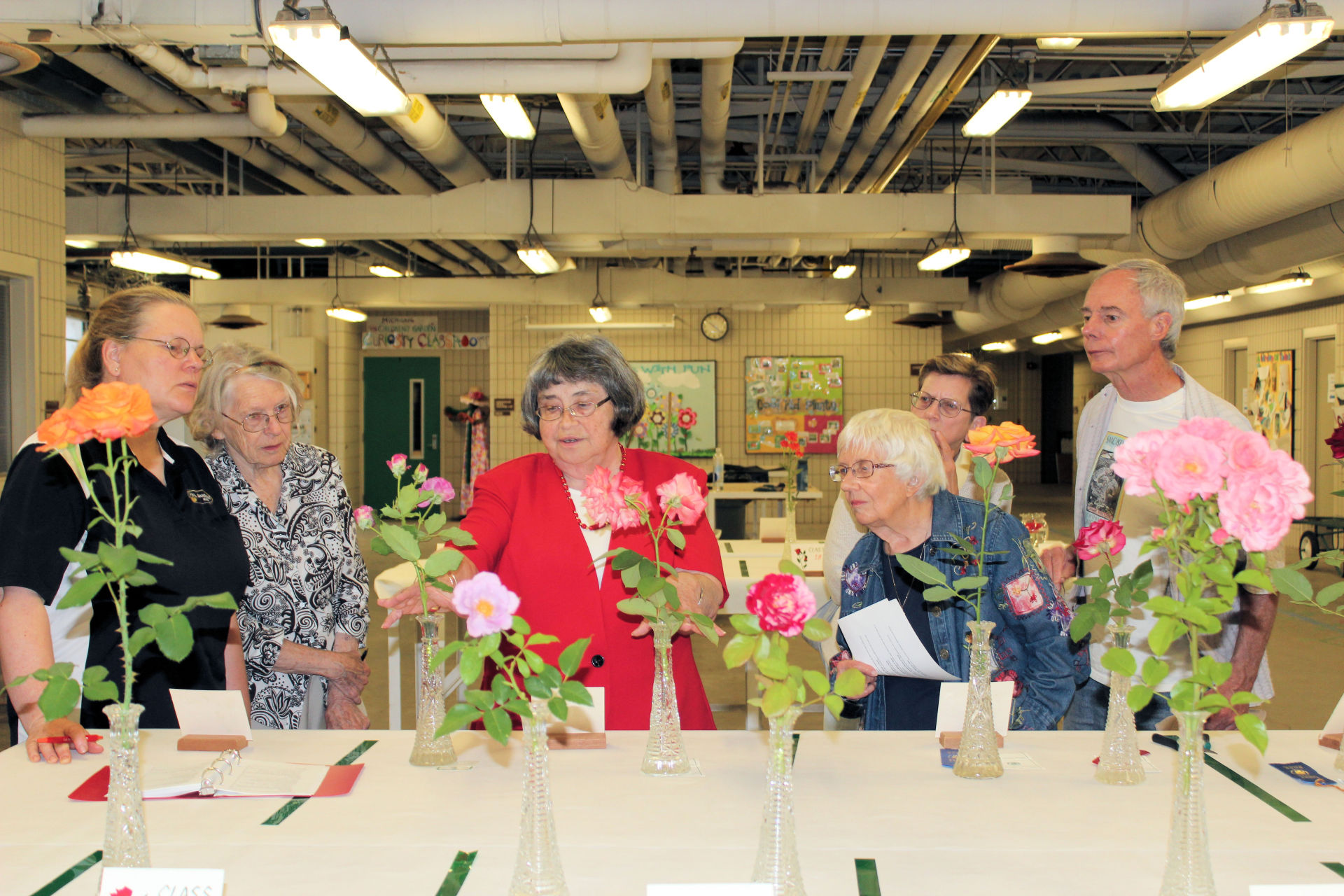 Judge Rose Enders instructs attendees about judging roses