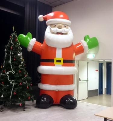 Oppblåsbar julenisse. 4 meter høy