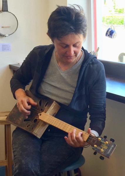 Annie (Pepilune): handmade guitar
