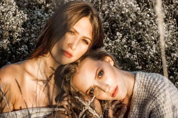 Annie-Claude & Alaska