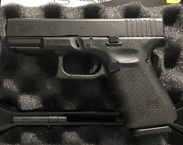 Gen 4 Glock 23, .40, 3 mags, backstraps, Night Sights $500  SALE! $450!!!