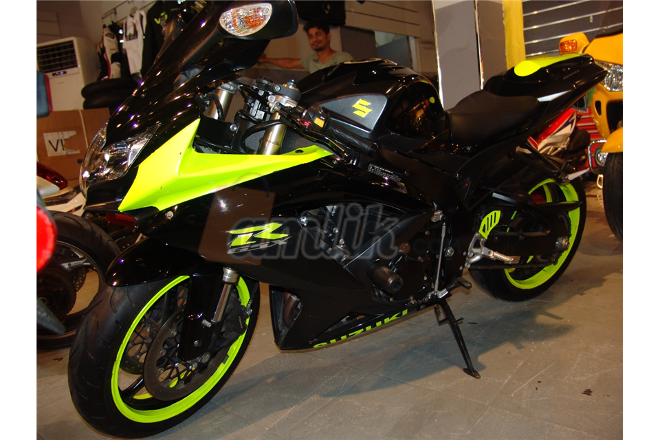 black and phosphorus suzuki GSX R2600 2008