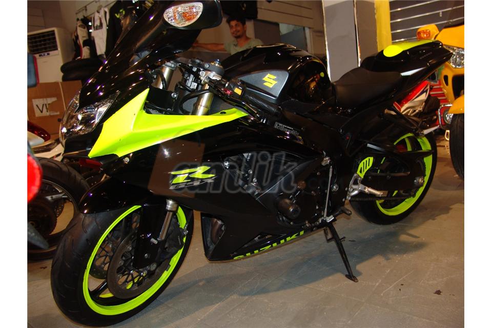 black and phosphorus suzuki GSX R2600 2008
