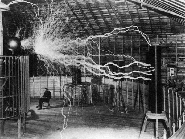 Like Tesla Imagined, Electronica Now Truly Travels Over the Air!