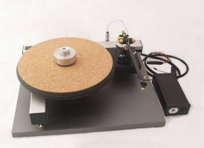 The iota QT turntable and Satori B tonearm, & MFP1 psu.