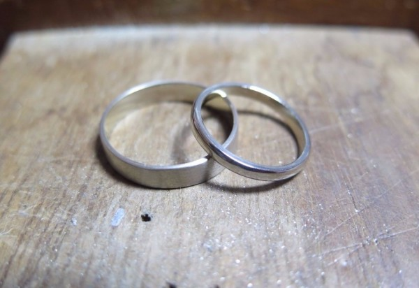 Make your own 18ct white gold wedding rings