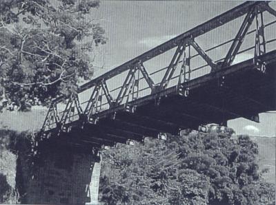 Ponte Metálica sobre o Rio Preto