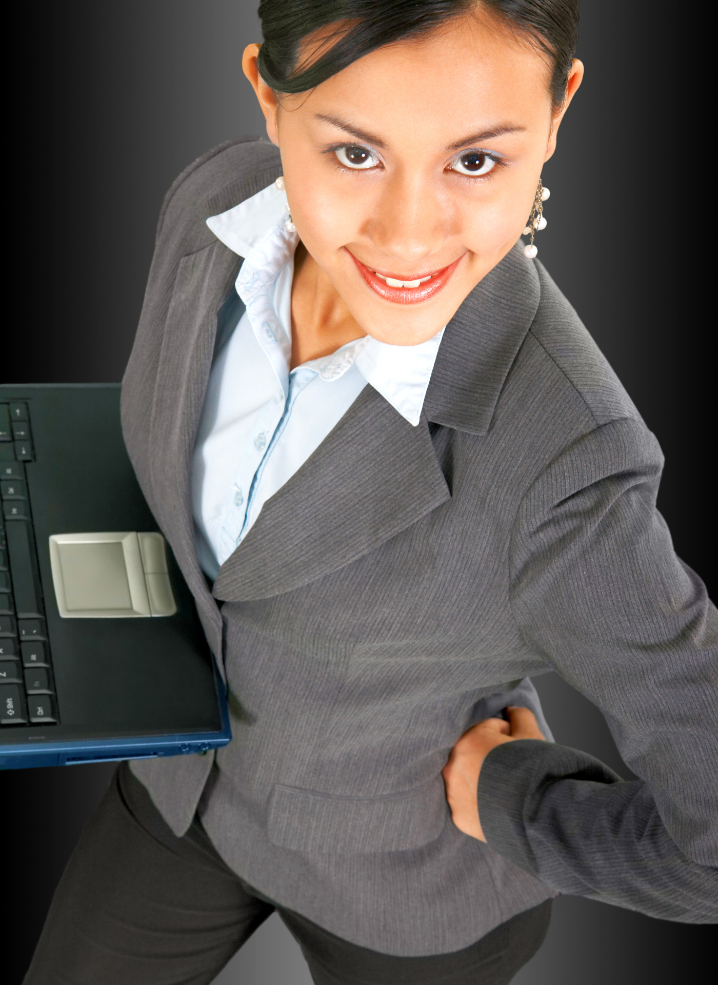 successful-business-woman-using-a-notebook-computer_GyHCT4wd
