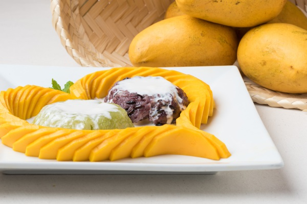 Fresh Mango with Sweet Sticky Rice