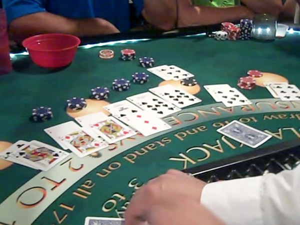 Strange things happen! Look at this hand where 6 aces where split! WOW!