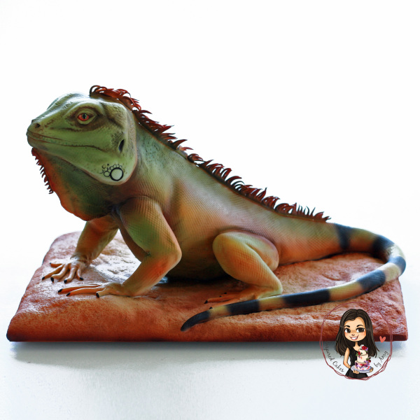 3D sculpted Green Iguana Lizard cake