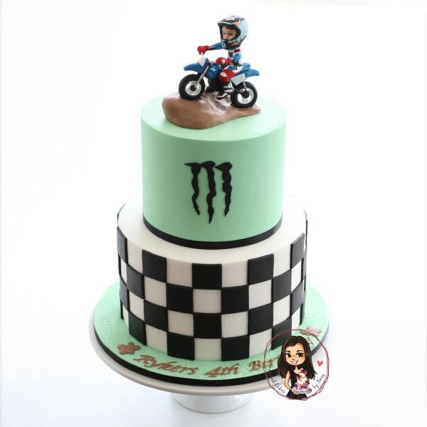 Pee wee 50 motorbike cake