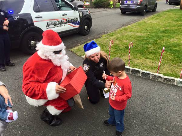 SANTA AND PBA MEMBERS HANDING OUT GIFTS