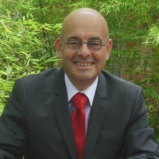 Dr. Gilles Klein