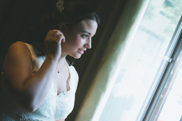 "<alt=""artistic wedding photography bride gloucestershire"">"