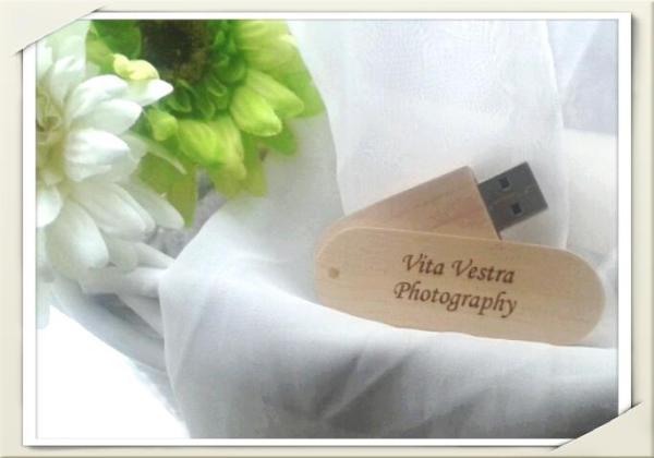 """<img src=""""usb.jpg"""" alt=""""vita vestra wedding photography usb"""">"""