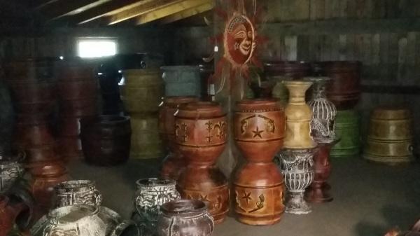 Metal Wall Art & Ceramic Pots