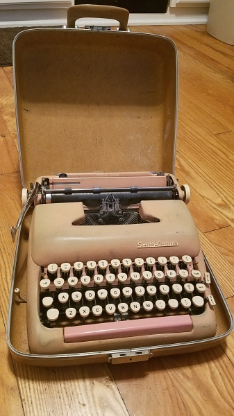 Vintage Smith Corona typewriter in case