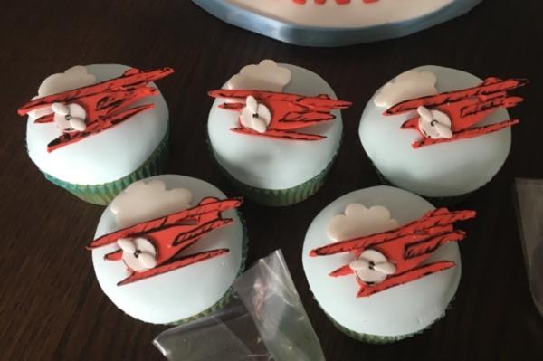 Vintage Plane Cupcakes