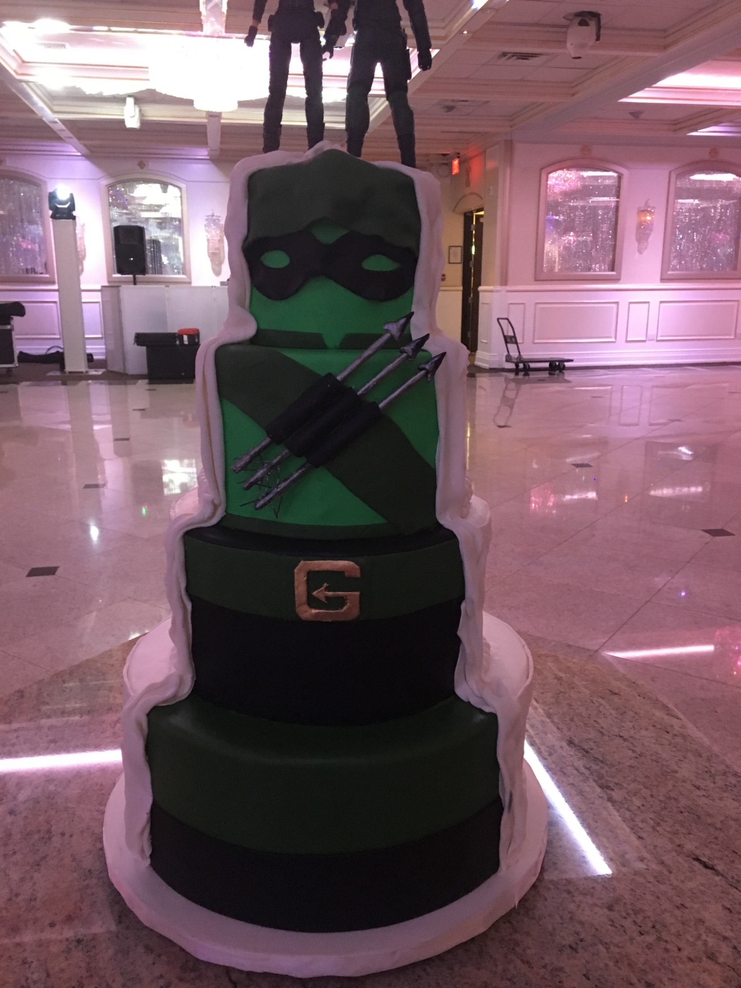 custom cakes nj  green arrow superhero marvel wedding cake