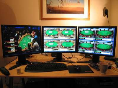 Hvorfor Online Poker er et bedre alternativ i forhold til tradisjonelle Poker spillested?