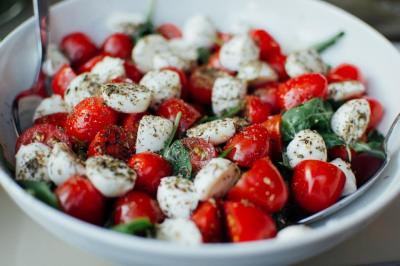 Mixed Greens Caprese Salad with Balsamic Dressing