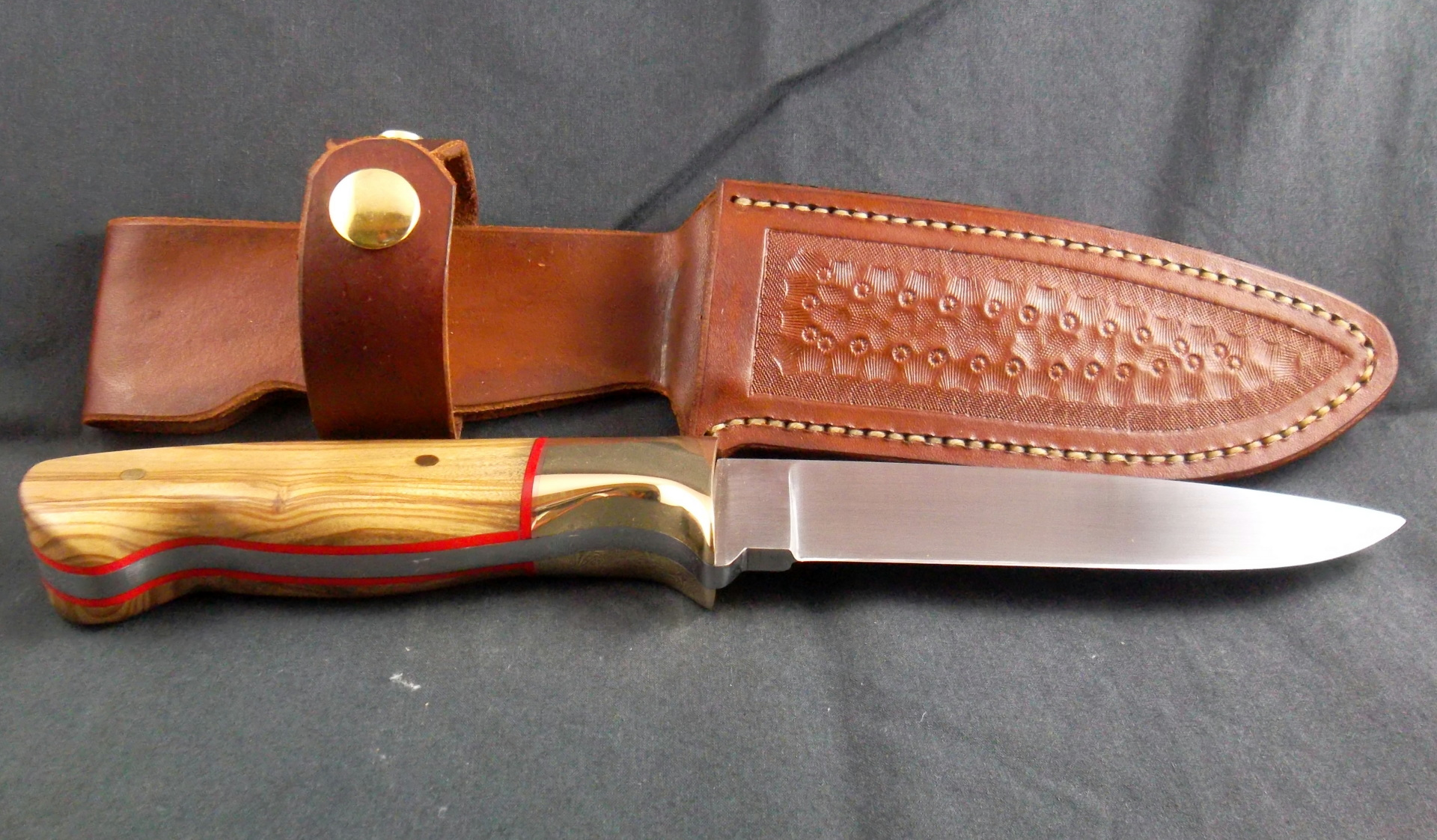 Handmade Knives, 1084 drop point hunting knife with brass and sandalwood. SLH Blades, Stacy Hall