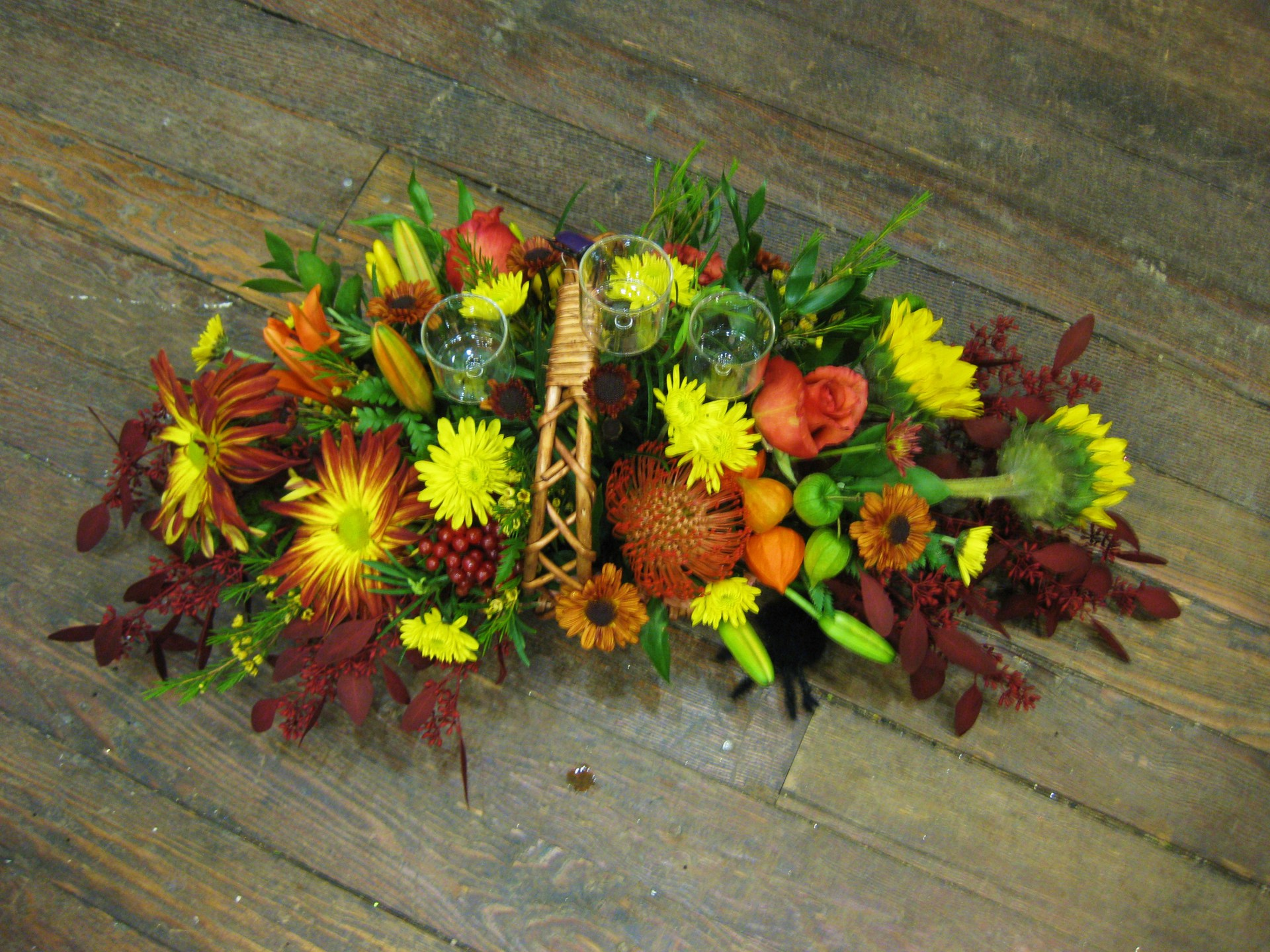 halloween, fall, autumn, happy, cheerful flowers, bouquet, entertainers, thanksgiving, centrepiece, sunflowers, vase, lumsden, regina, craven, regina beach, buena vista