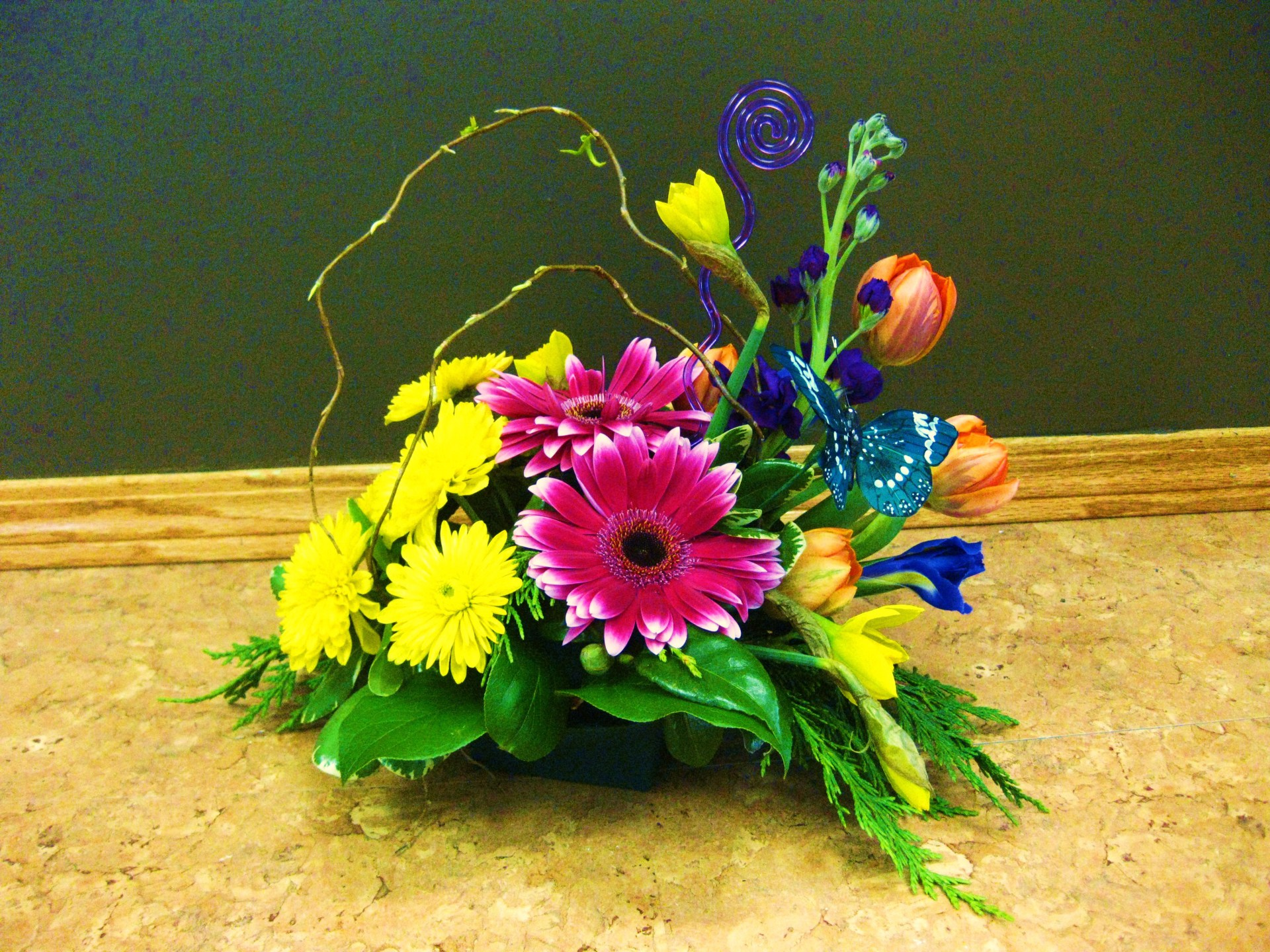daffodils, iris, tulips, daisy, happy, cheerful flowers, bouquet, entertainers, gerbera, vase, lumsden, regina, craven, regina beach, buena vista