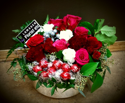 chocolate, roses, happy, cheerful flowers, bouquet, entertainers, gerbera, vase, lumsden, regina, craven, regina beach, buena vista