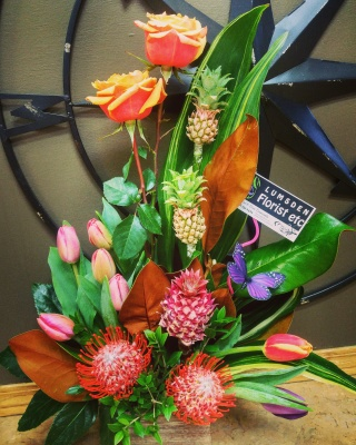 roses, pineapples, protea, tulips, happy, cheerful flowers, bouquet, entertainers, vase, lumsden, regina, craven, regina beach, buena vista