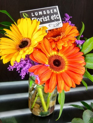 happy, cheerful flowers, bouquet, entertainers, gerbera, vase, lumsden, regina, craven, regina beach, buena vista