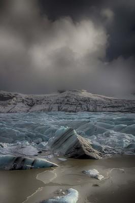 Svínafellsjökull glacier rift