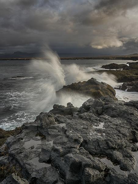 Stormy waves at Öndverðarnes