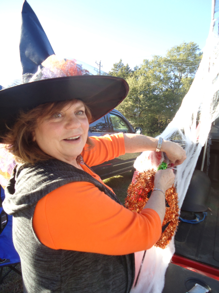 Cynthia Gage decorates her truck