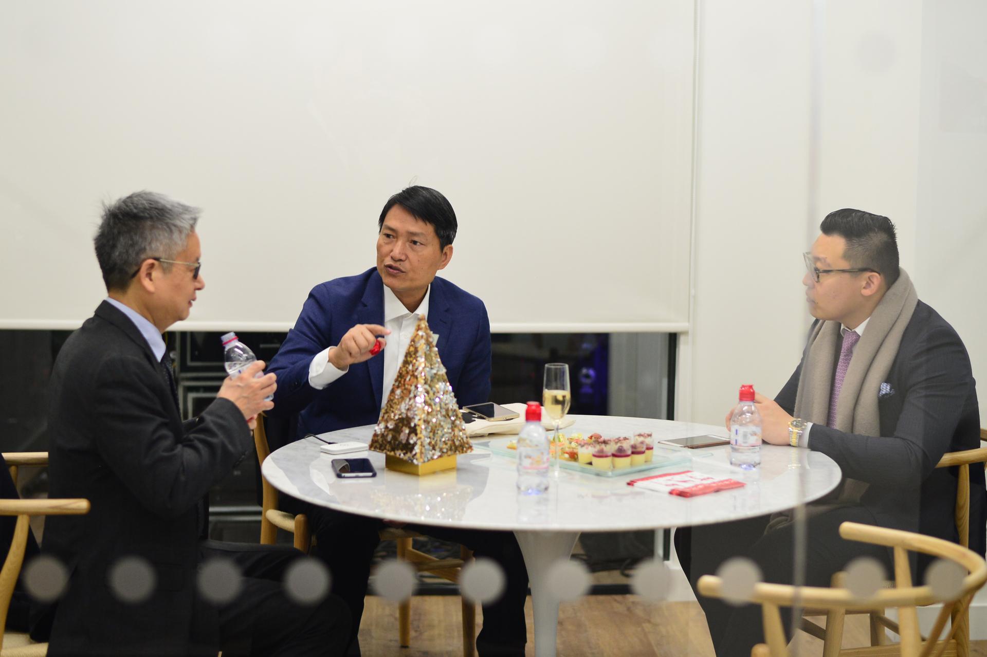 4 people meeting room