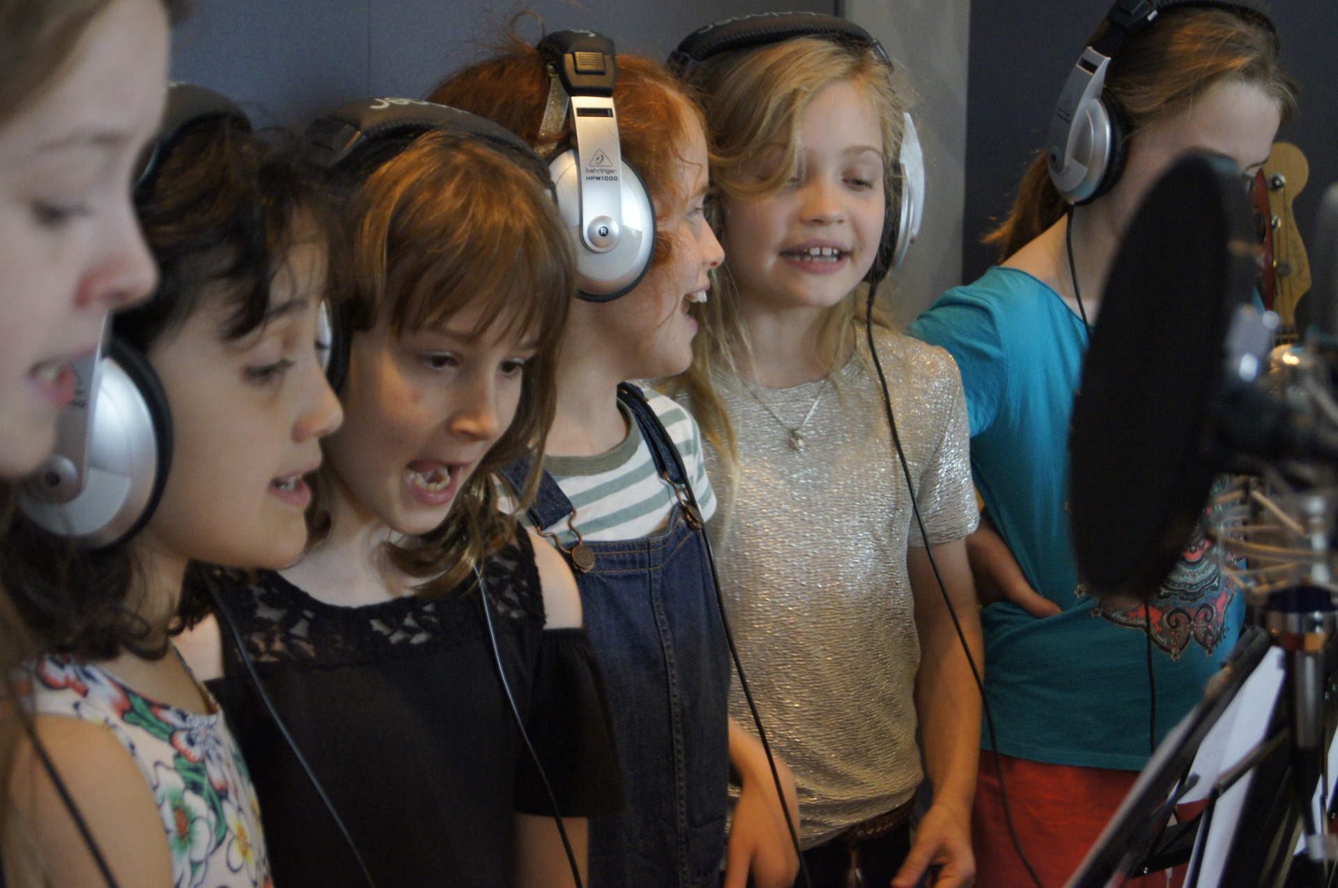 kids singing party