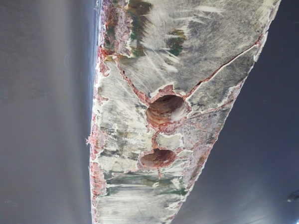 Keel damage from grounding