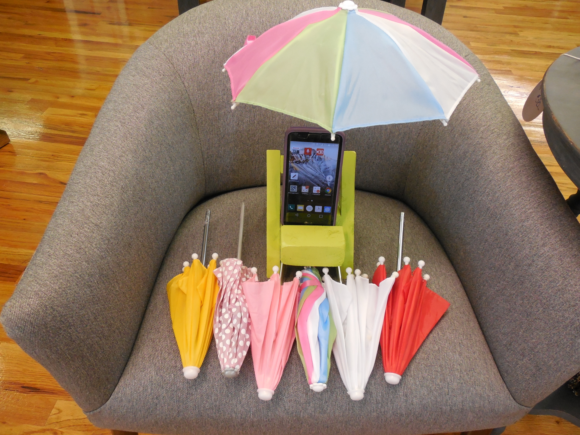 My_Chair Cell phone stand, Cell phone dock, tablet holder, easel Orr De