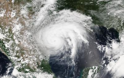 """إعصار """"هـارفـي"""" الحدث المناخي الأبرز في 2017"""